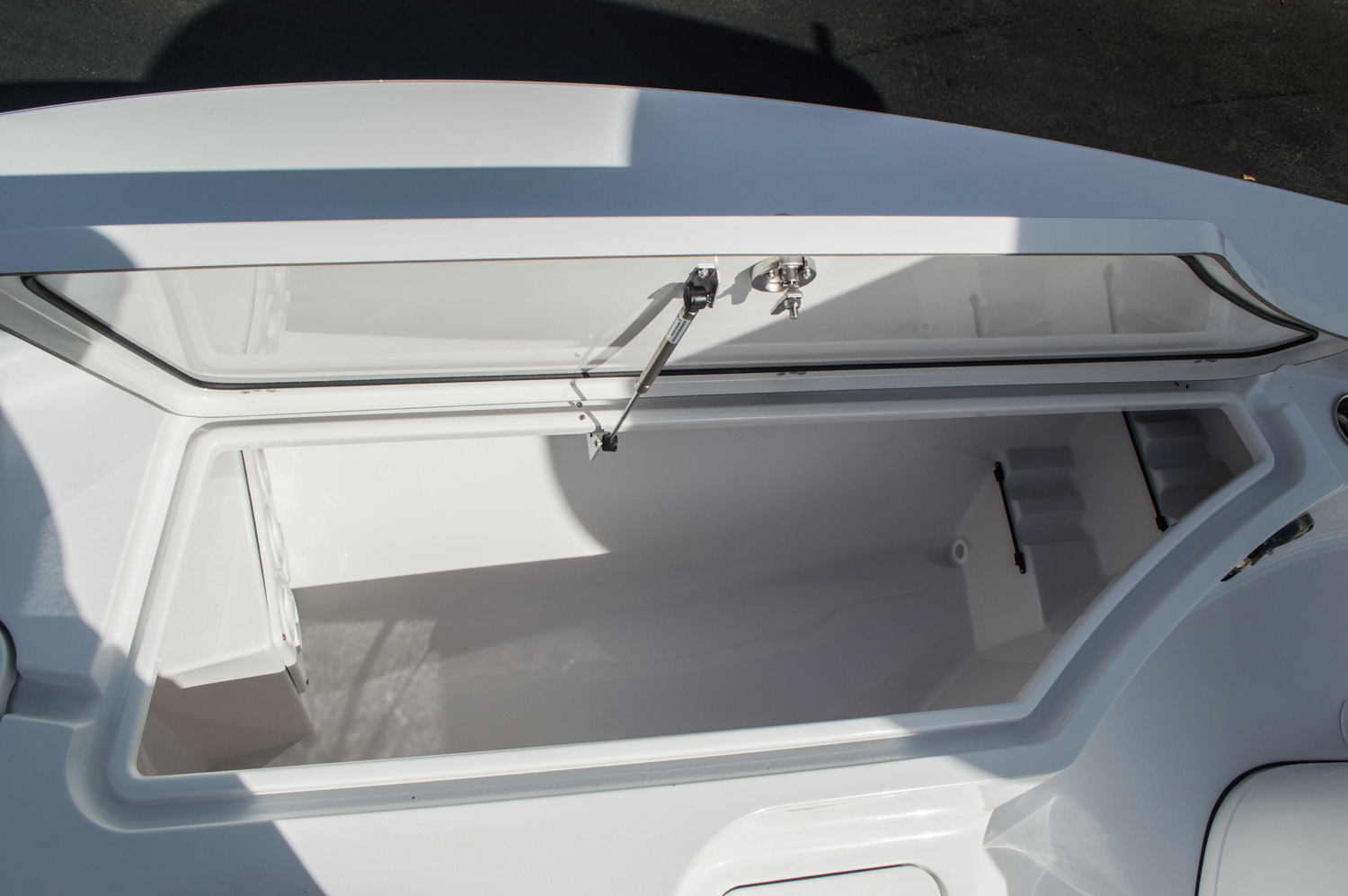 Thumbnail 18 for New 2016 Sportsman Masters 227 Bay Boat boat for sale in West Palm Beach, FL