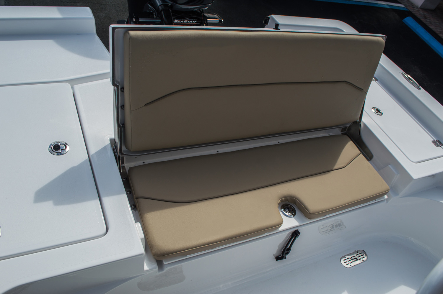 Thumbnail 46 for New 2016 Sportsman Masters 227 Bay Boat boat for sale in West Palm Beach, FL