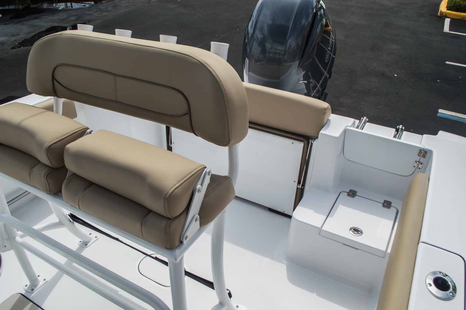 Thumbnail 38 for New 2016 Sportsman Open 212 Center Console boat for sale in Miami, FL