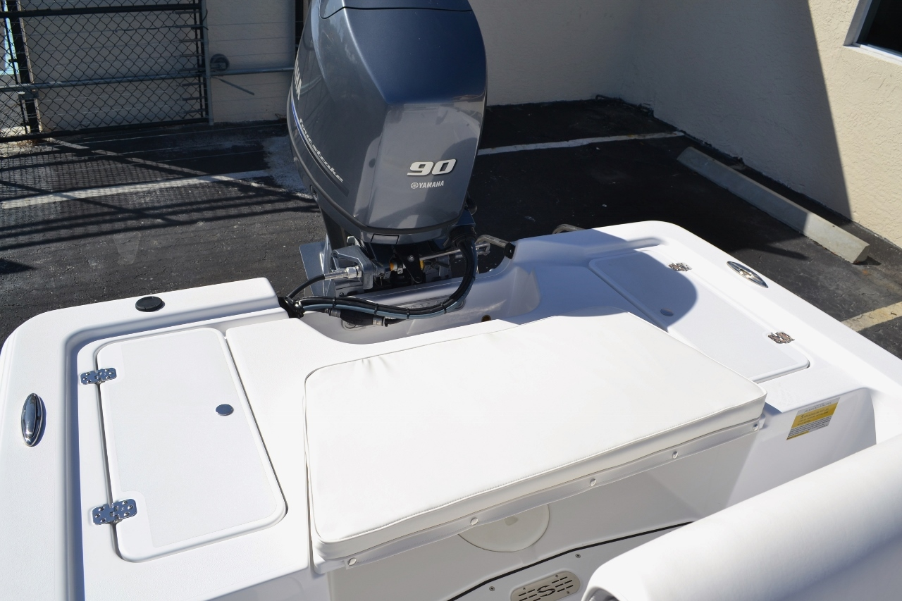 Thumbnail 16 for New 2016 Sportsman 18 Island Bay boat for sale in Vero Beach, FL