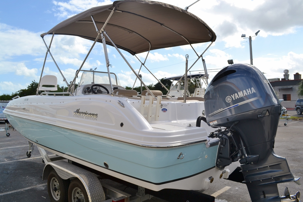 Thumbnail 4 for New 2016 Hurricane SunDeck Sport SS 211 OB boat for sale in West Palm Beach, FL