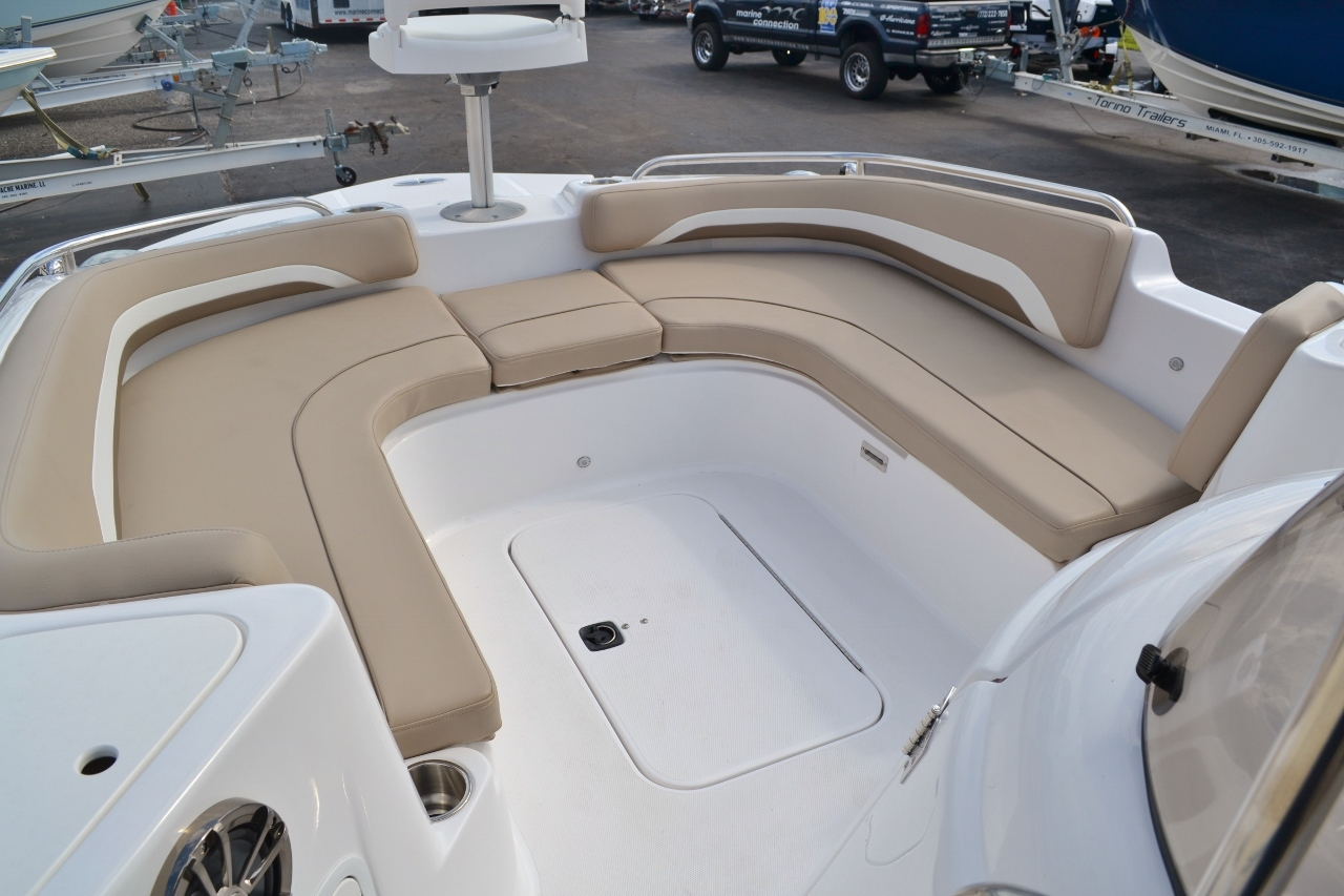 Thumbnail 11 for New 2016 Hurricane SunDeck Sport SS 211 OB boat for sale in West Palm Beach, FL