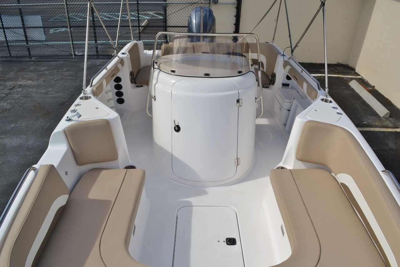Thumbnail 12 for New 2016 Hurricane SunDeck Sport SS 211 OB boat for sale in West Palm Beach, FL