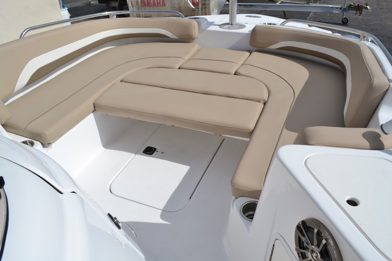 Thumbnail 20 for New 2016 Hurricane SunDeck Sport SS 211 OB boat for sale in West Palm Beach, FL