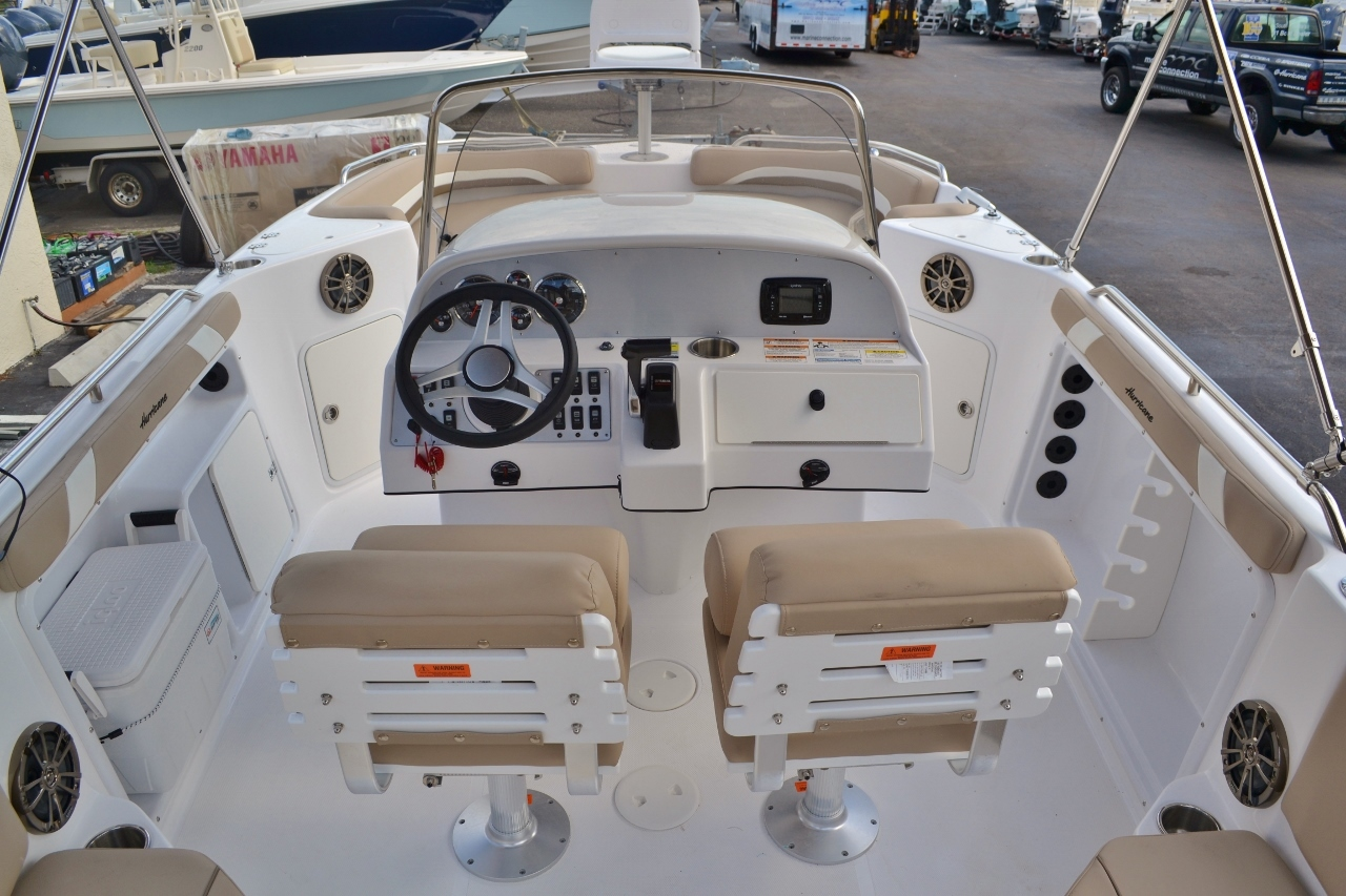 Thumbnail 8 for New 2016 Hurricane SunDeck Sport SS 211 OB boat for sale in West Palm Beach, FL