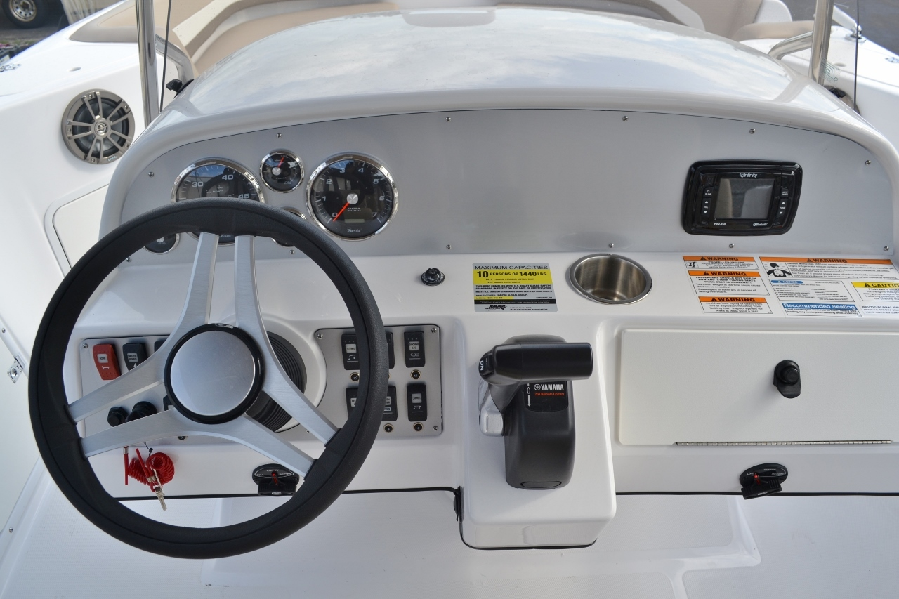 Thumbnail 9 for New 2016 Hurricane SunDeck Sport SS 211 OB boat for sale in West Palm Beach, FL