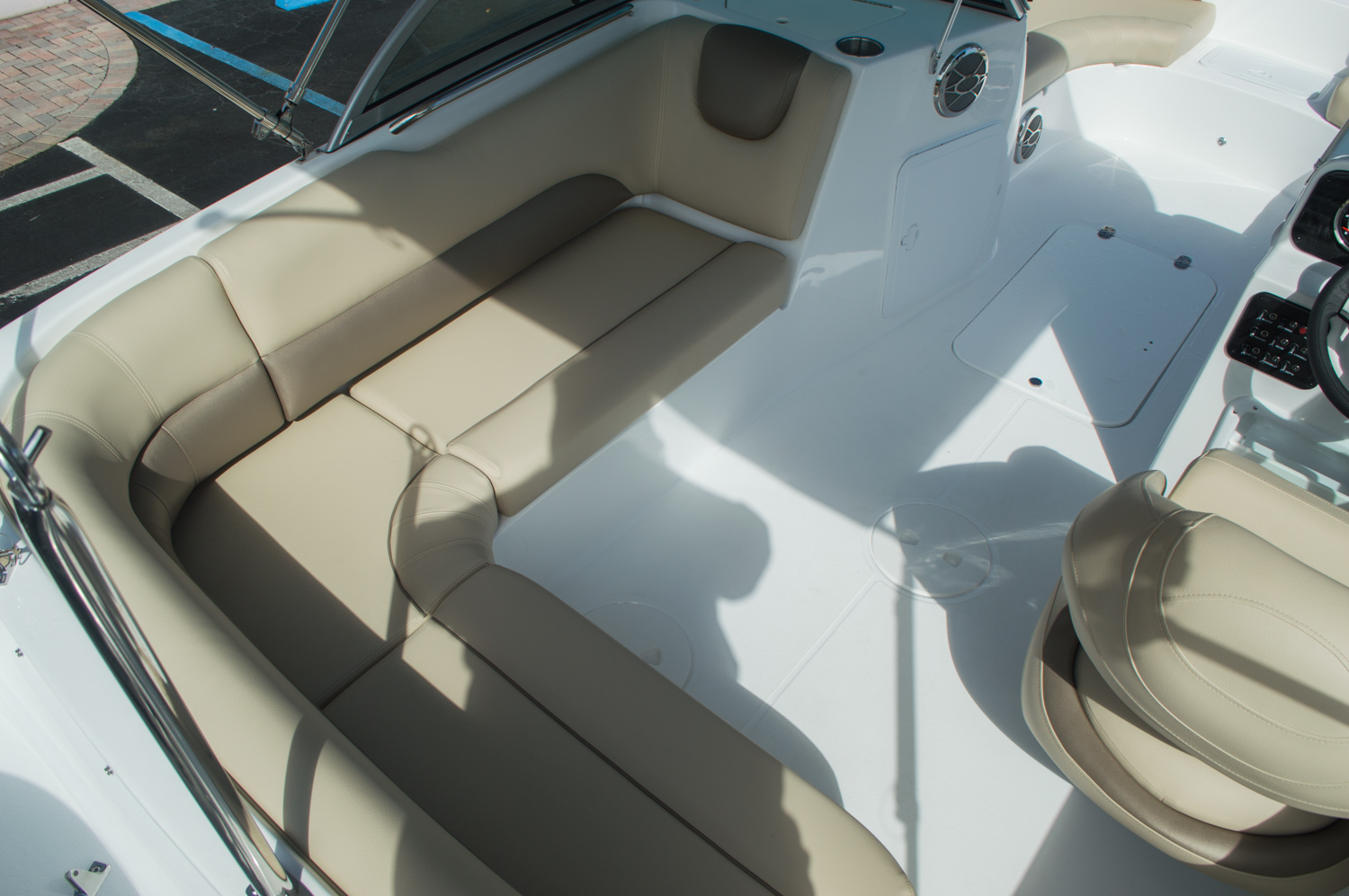 Thumbnail 10 for New 2016 Hurricane SunDeck SD 187 OB boat for sale in West Palm Beach, FL