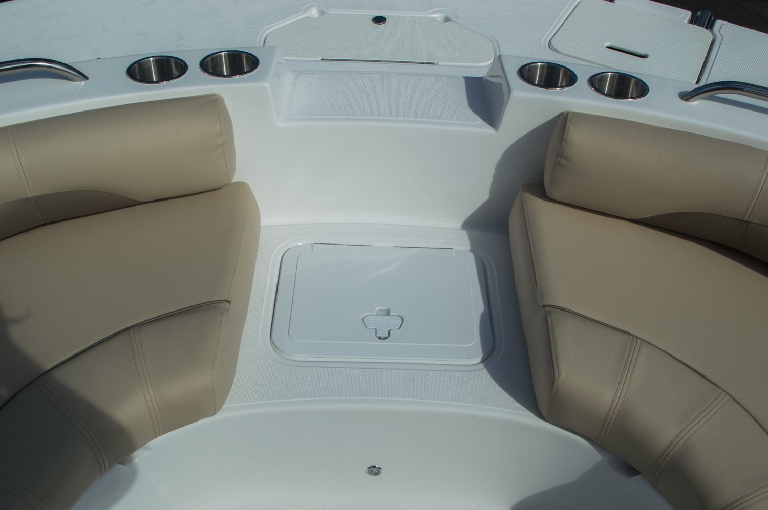 Thumbnail 16 for New 2016 Hurricane SunDeck SD 187 OB boat for sale in West Palm Beach, FL