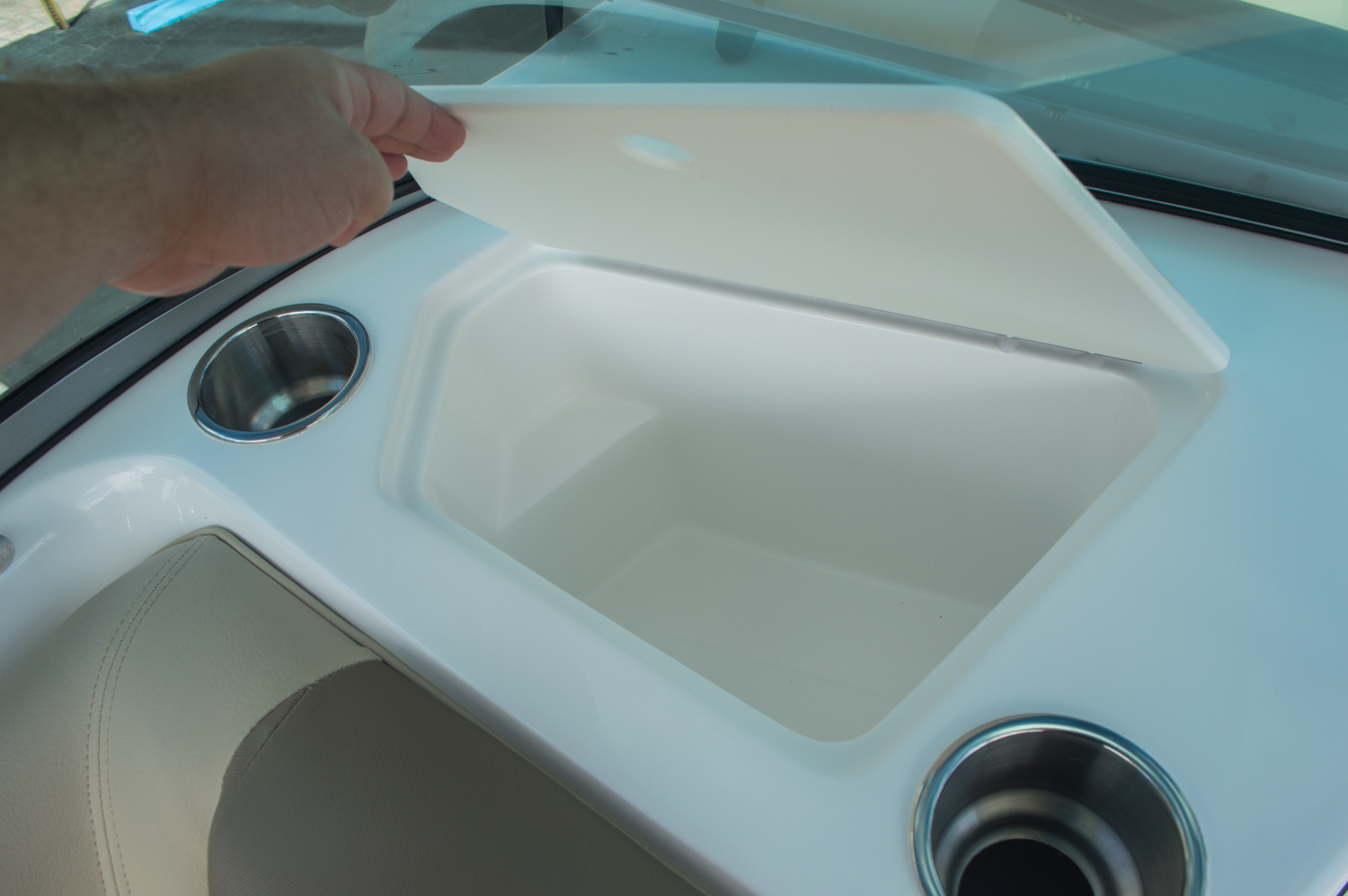 Thumbnail 22 for New 2016 Hurricane SunDeck SD 187 OB boat for sale in West Palm Beach, FL