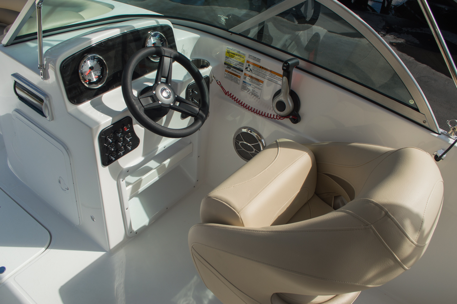 Thumbnail 31 for New 2016 Hurricane SunDeck SD 187 OB boat for sale in West Palm Beach, FL
