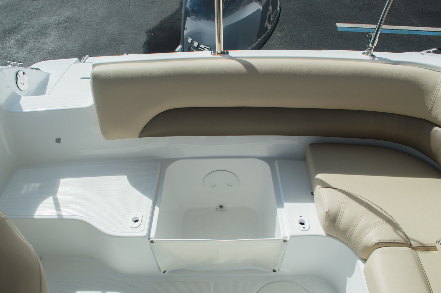 Thumbnail 40 for New 2016 Hurricane SunDeck SD 187 OB boat for sale in West Palm Beach, FL