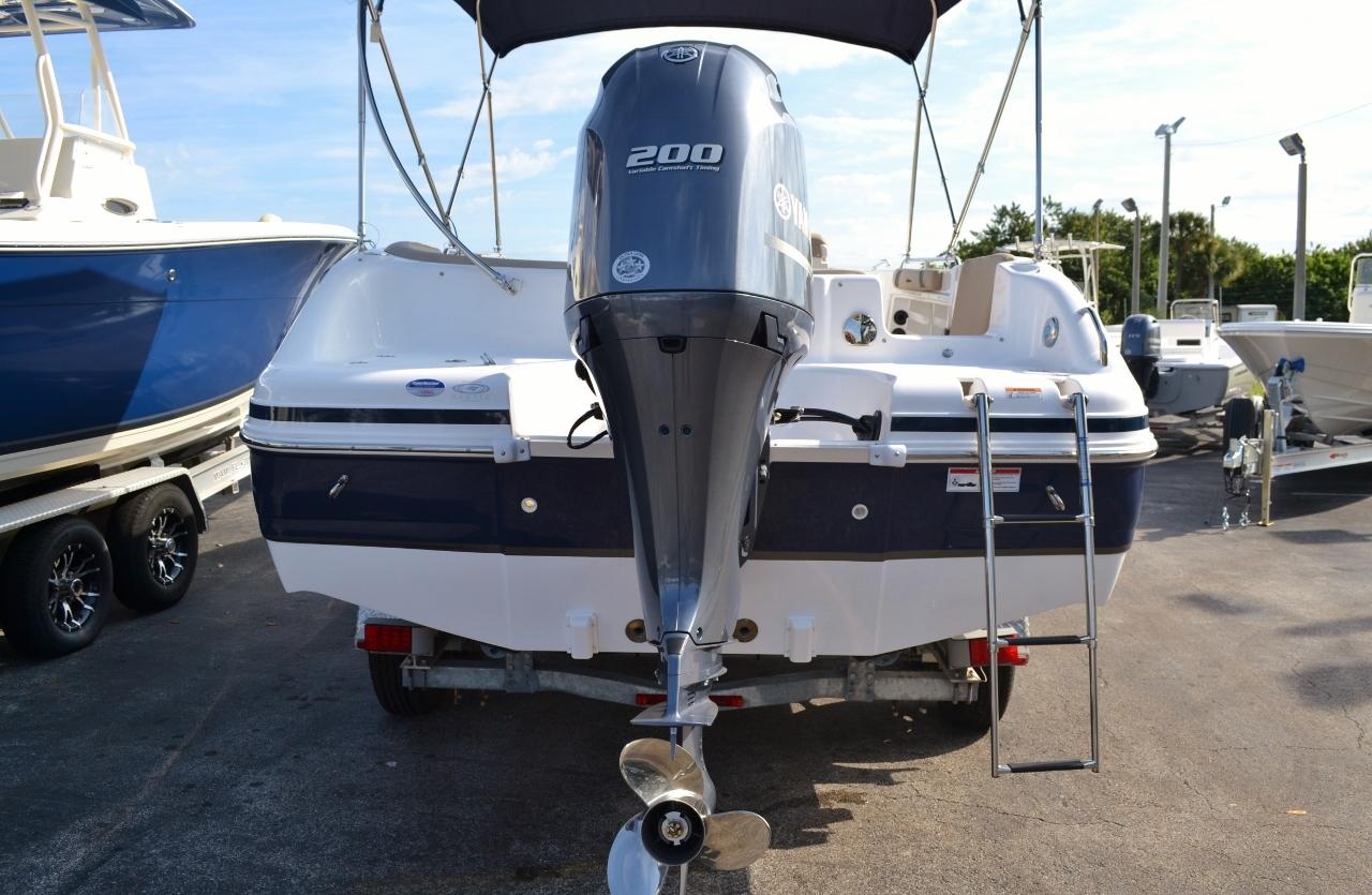 Thumbnail 6 for New 2016 Hurricane Sundeck Sport SS 231 OB boat for sale in Vero Beach, FL