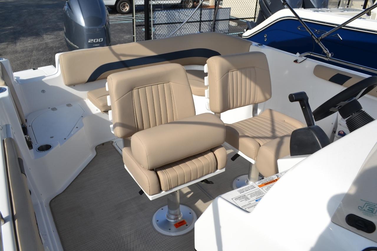 Thumbnail 14 for New 2016 Hurricane Sundeck Sport SS 231 OB boat for sale in Vero Beach, FL