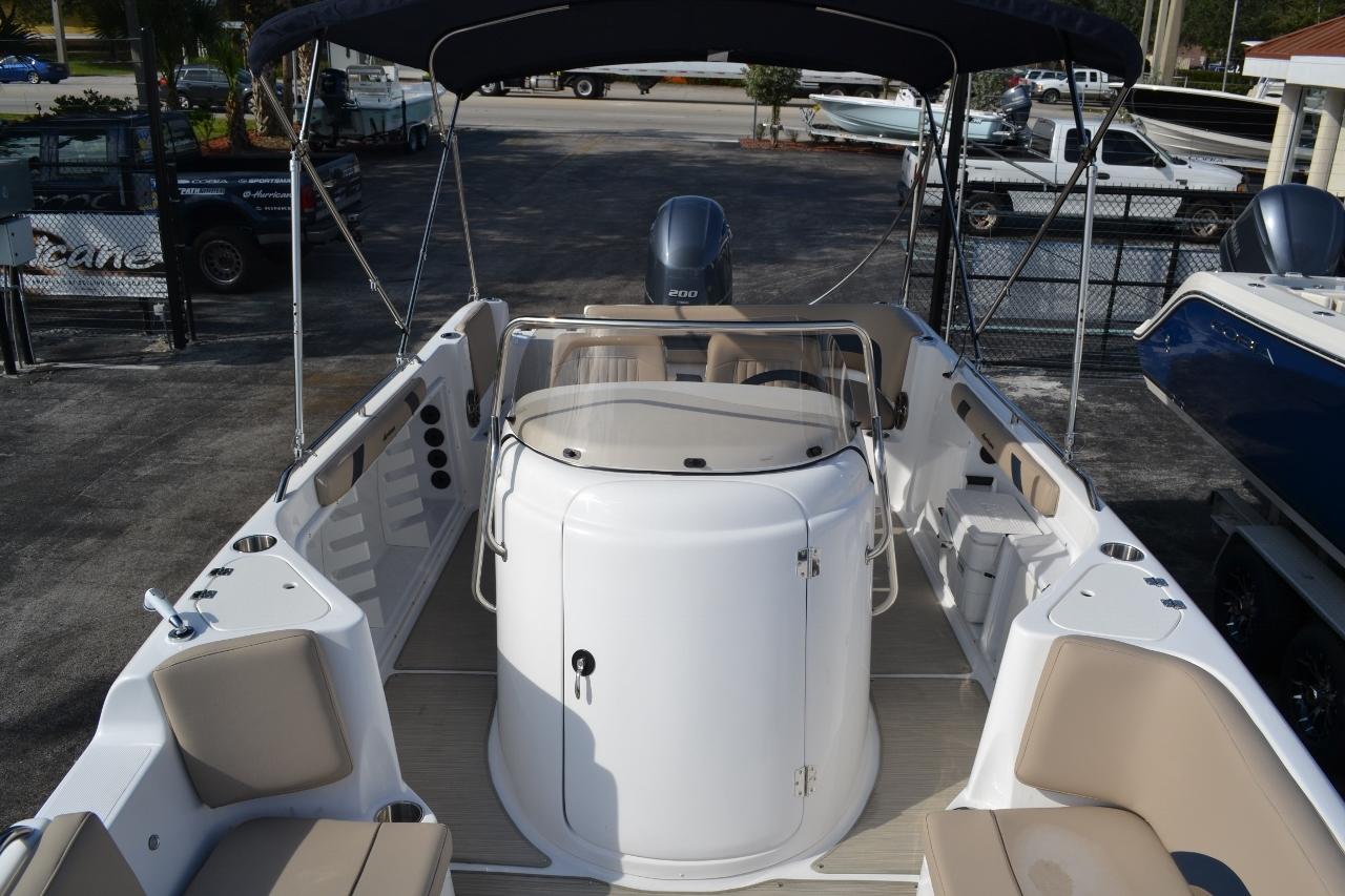 Thumbnail 15 for New 2016 Hurricane Sundeck Sport SS 231 OB boat for sale in Vero Beach, FL