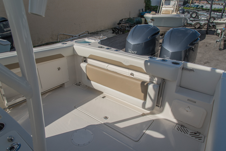 Thumbnail 33 for New 2016 Sailfish 320 CC Center Console boat for sale in West Palm Beach, FL