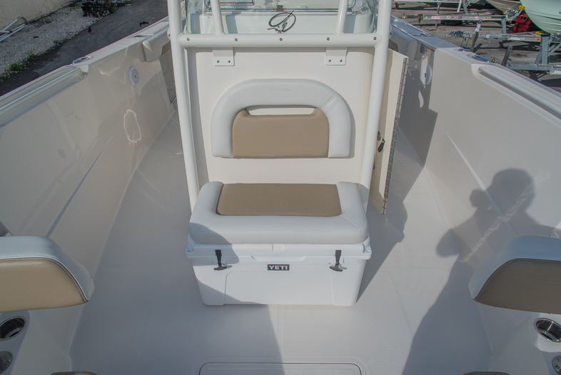 Thumbnail 45 for New 2016 Sailfish 320 CC Center Console boat for sale in West Palm Beach, FL