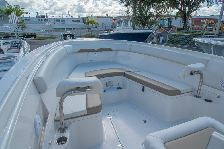 Thumbnail 46 for New 2016 Sailfish 320 CC Center Console boat for sale in West Palm Beach, FL