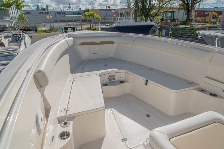 Thumbnail 47 for New 2016 Sailfish 320 CC Center Console boat for sale in West Palm Beach, FL