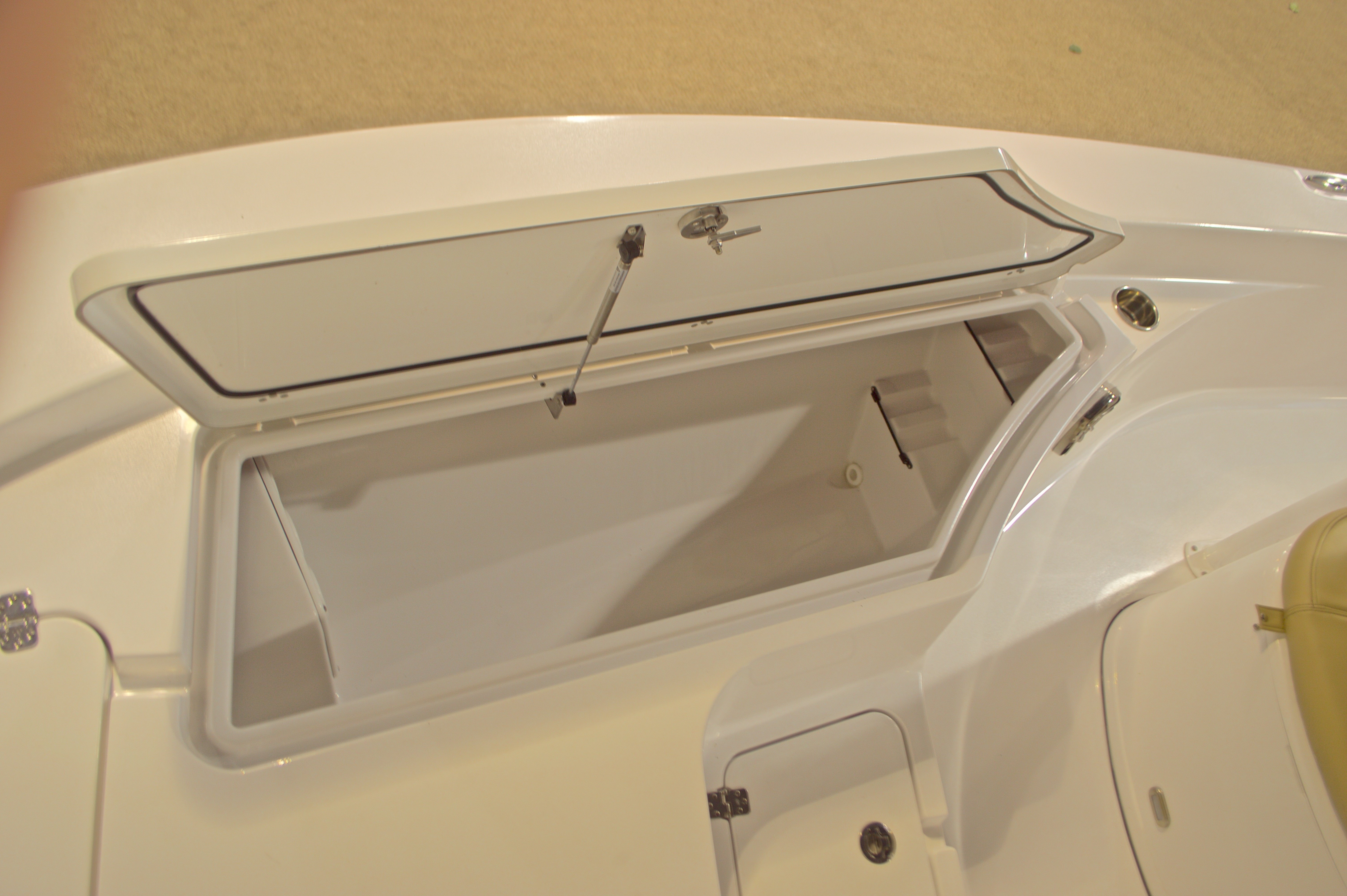 Thumbnail 34 for New 2016 Sportsman Masters 227 Bay Boat boat for sale in Miami, FL