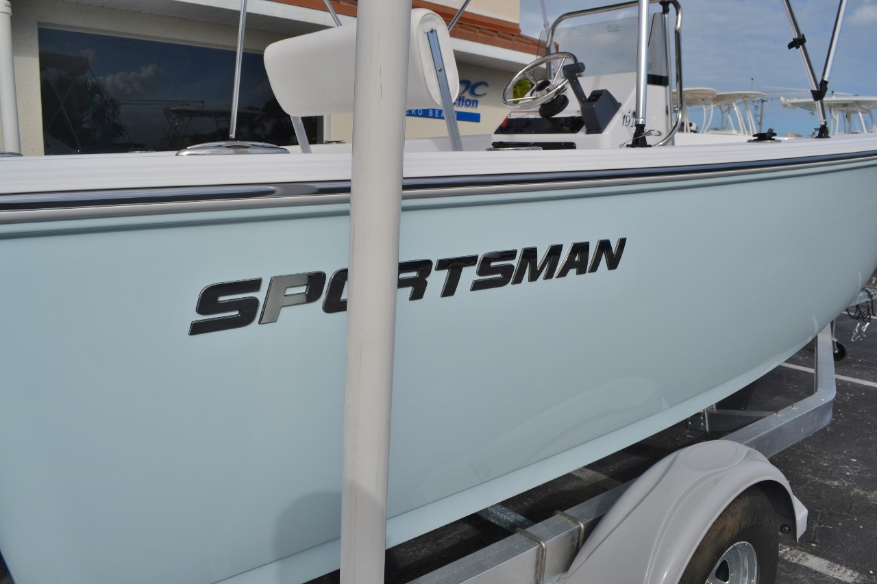 Thumbnail 16 for New 2016 Sportsman 19 Island Reef boat for sale in Miami, FL