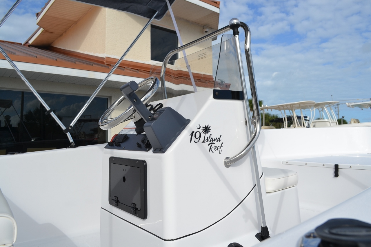 Thumbnail 17 for New 2016 Sportsman 19 Island Reef boat for sale in Miami, FL