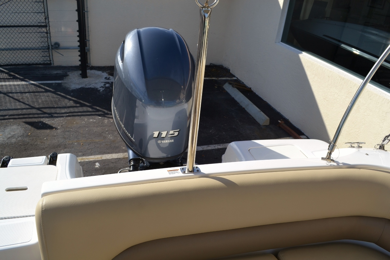 Thumbnail 17 for New 2016 Hurricane SunDeck SD 187 OB boat for sale in West Palm Beach, FL