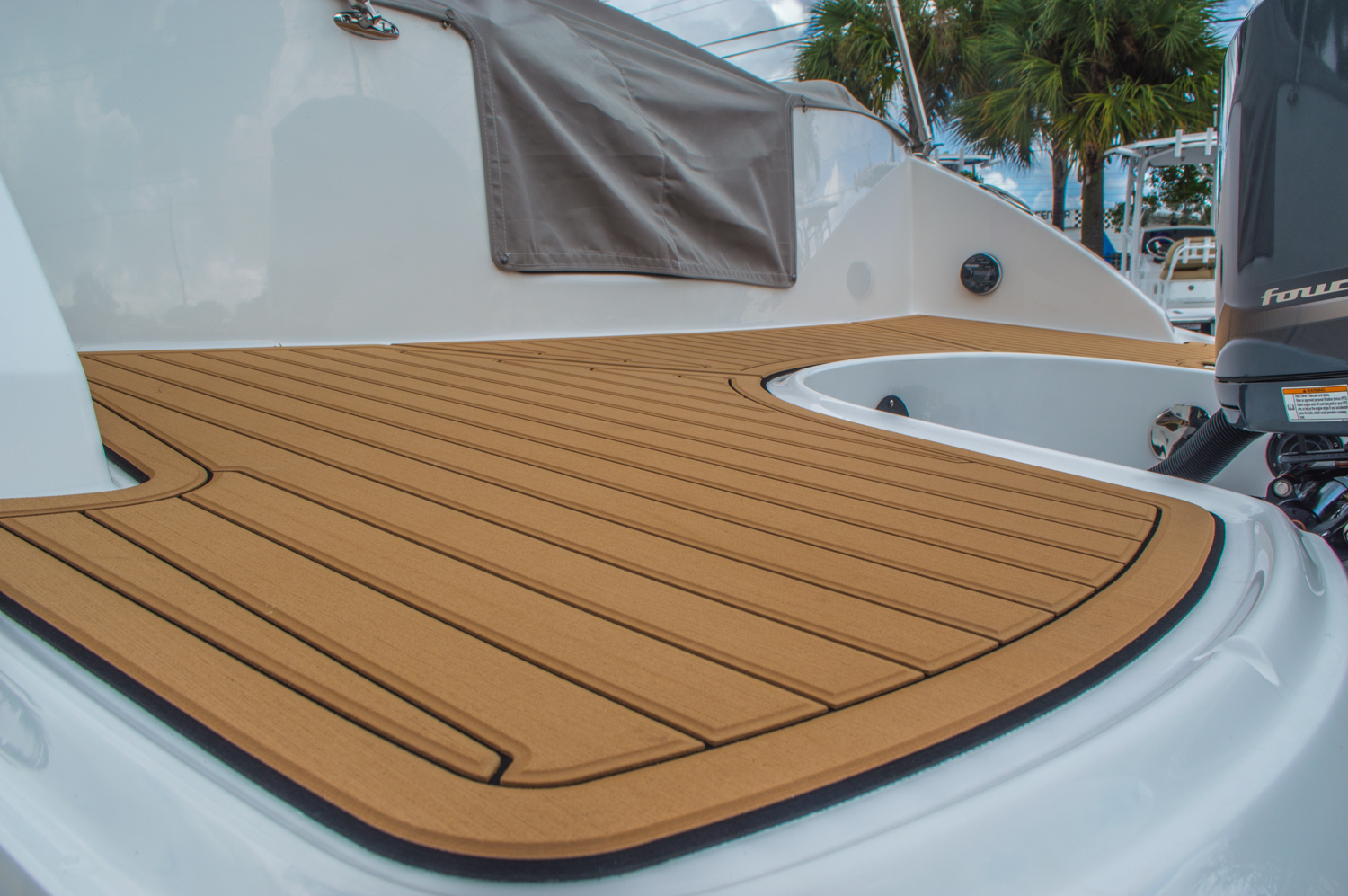 Thumbnail 17 for New 2016 Hurricane SunDeck SD 2690 OB boat for sale in West Palm Beach, FL