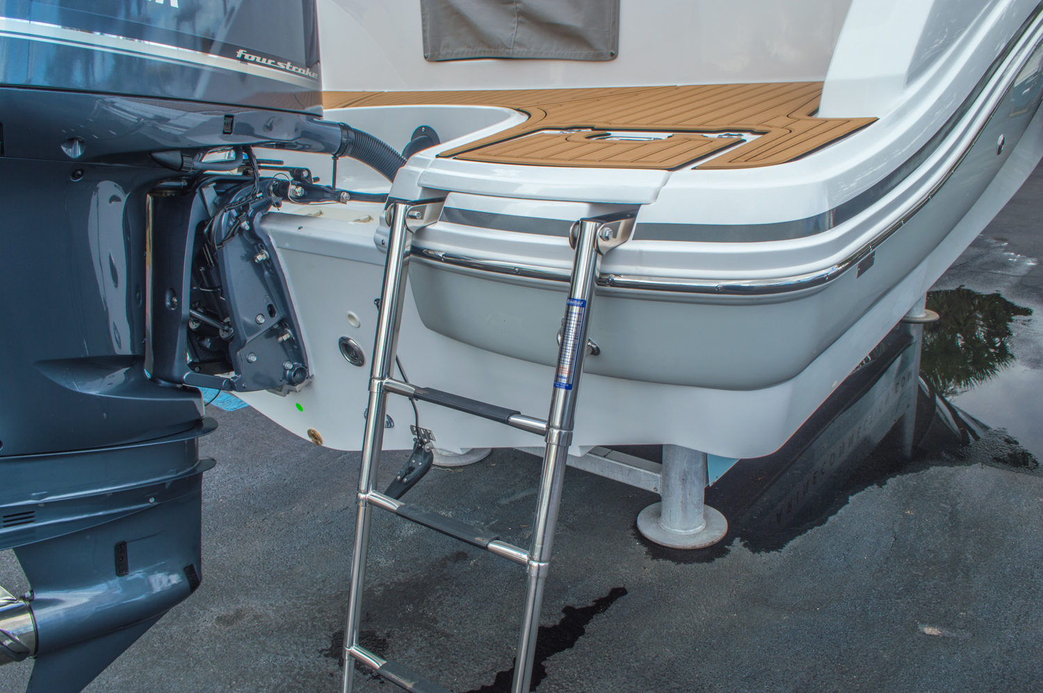 Thumbnail 19 for New 2016 Hurricane SunDeck SD 2690 OB boat for sale in West Palm Beach, FL