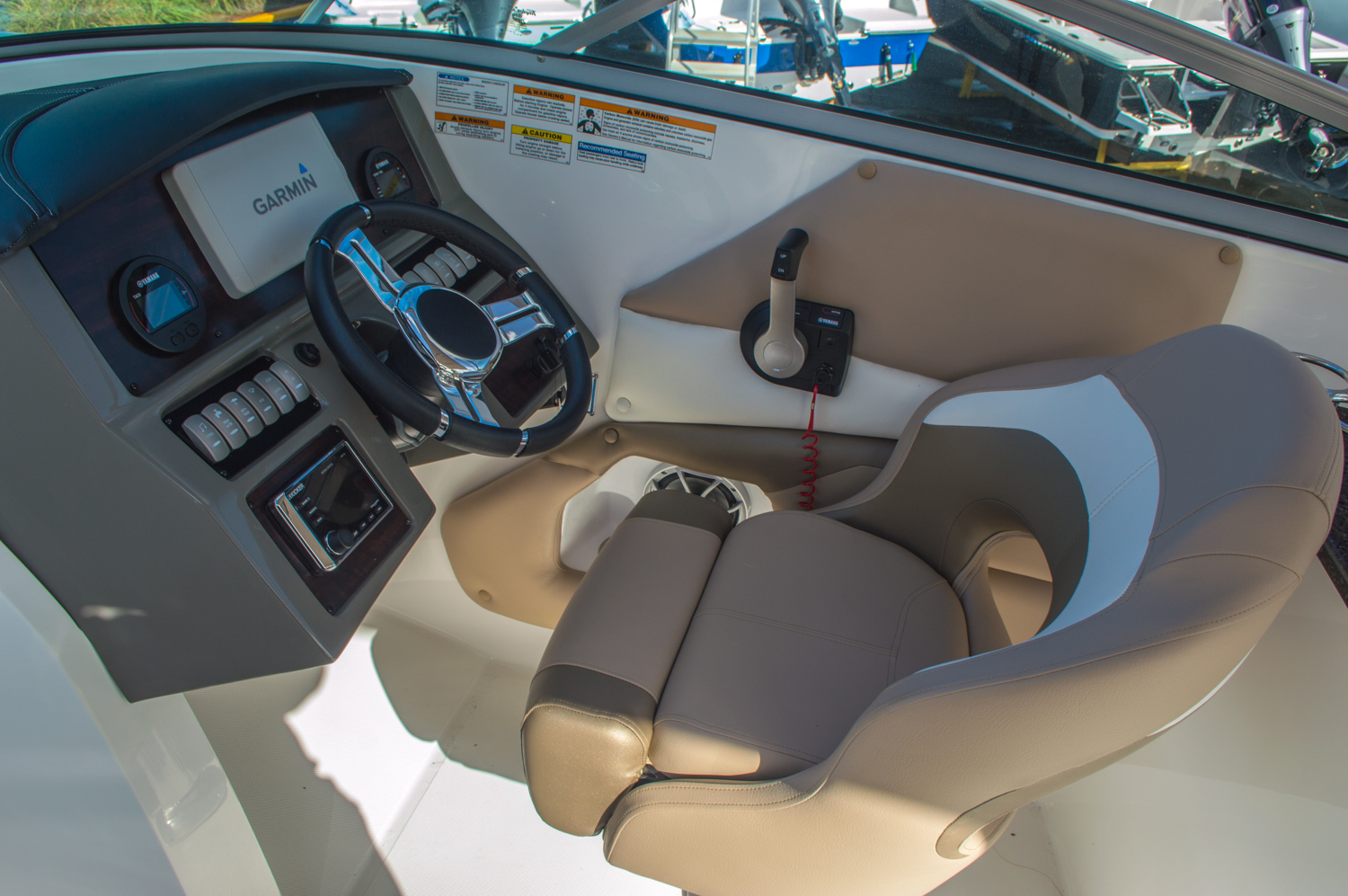 Thumbnail 41 for New 2016 Hurricane SunDeck SD 2690 OB boat for sale in West Palm Beach, FL
