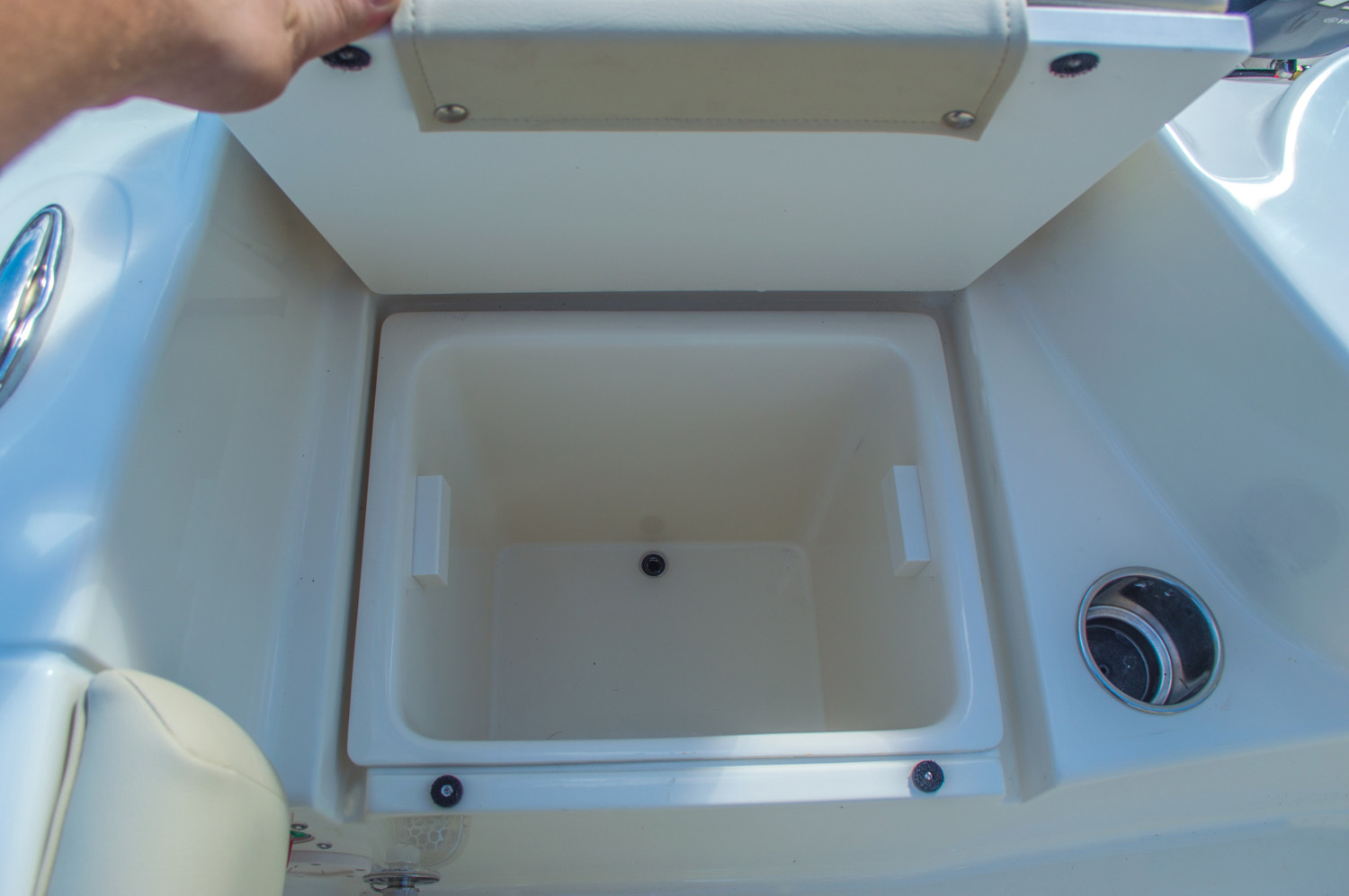Thumbnail 21 for New 2016 Cobia 217 Center Console boat for sale in West Palm Beach, FL