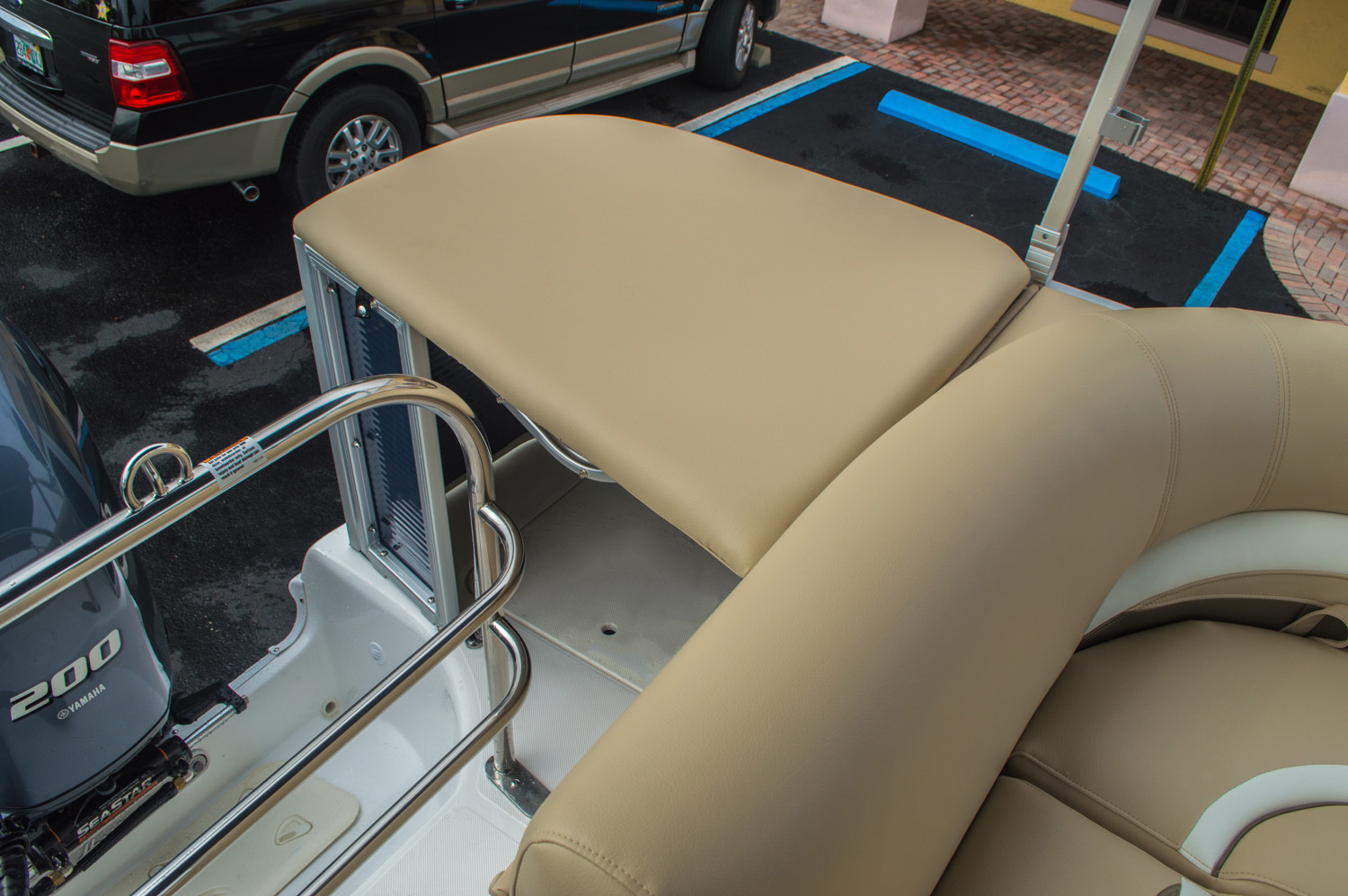 Thumbnail 17 for New 2016 Hurricane FunDeck FD 236 OB boat for sale in Miami, FL
