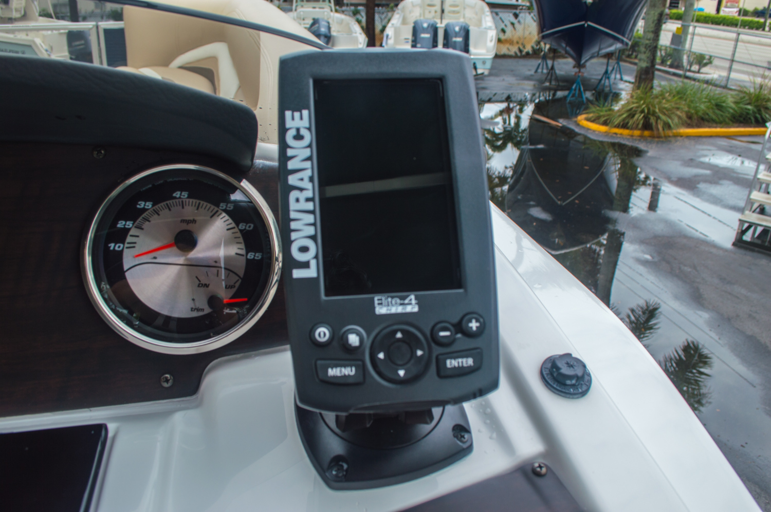 Thumbnail 32 for New 2016 Hurricane FunDeck FD 236 OB boat for sale in Miami, FL