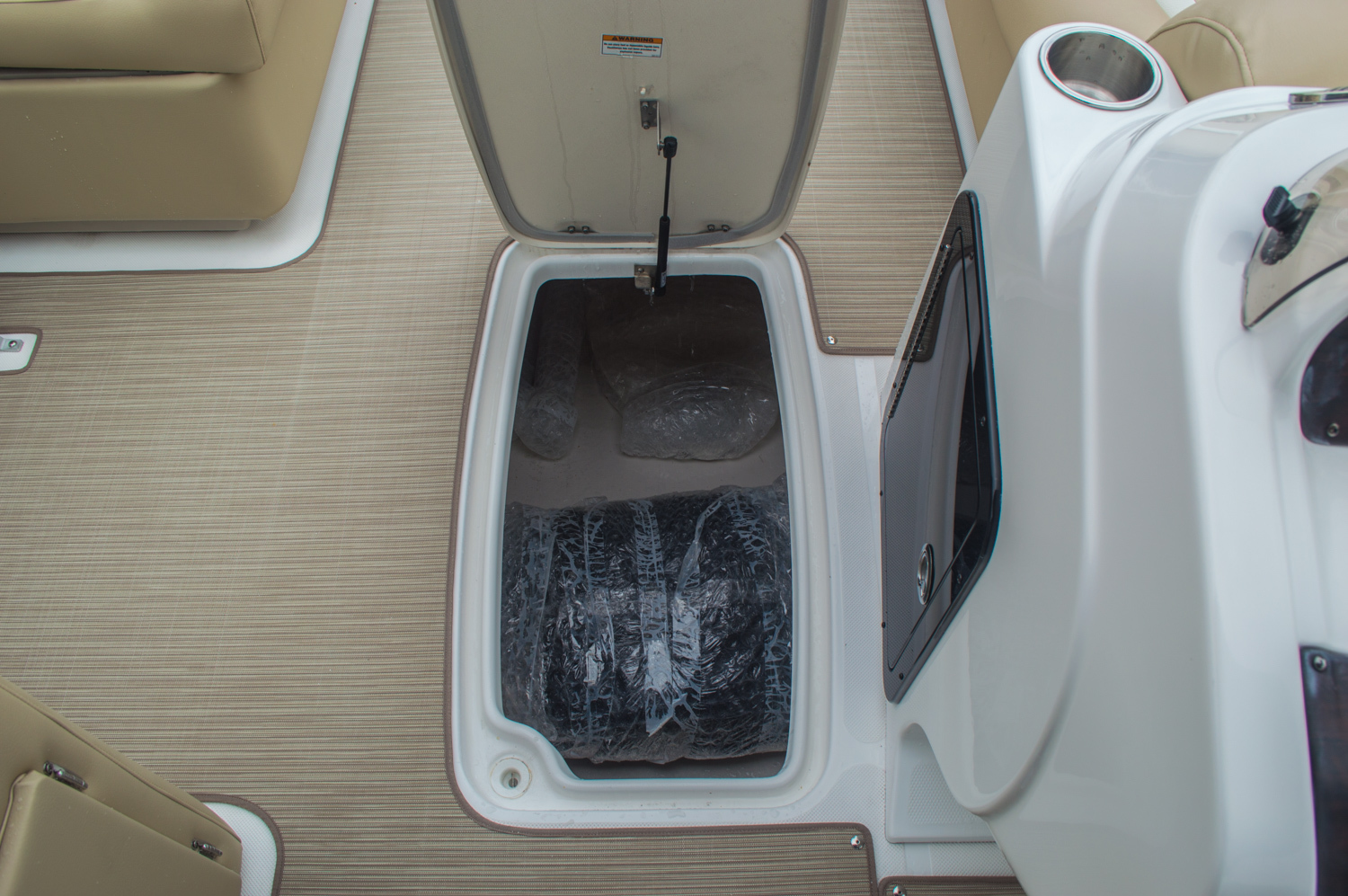 Thumbnail 40 for New 2016 Hurricane FunDeck FD 236 OB boat for sale in Miami, FL
