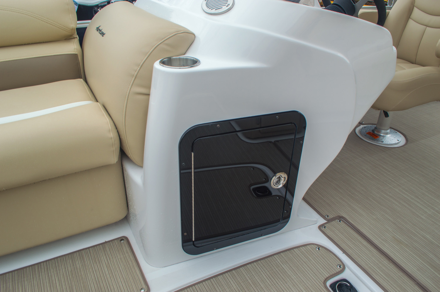 Thumbnail 41 for New 2016 Hurricane FunDeck FD 236 OB boat for sale in Miami, FL