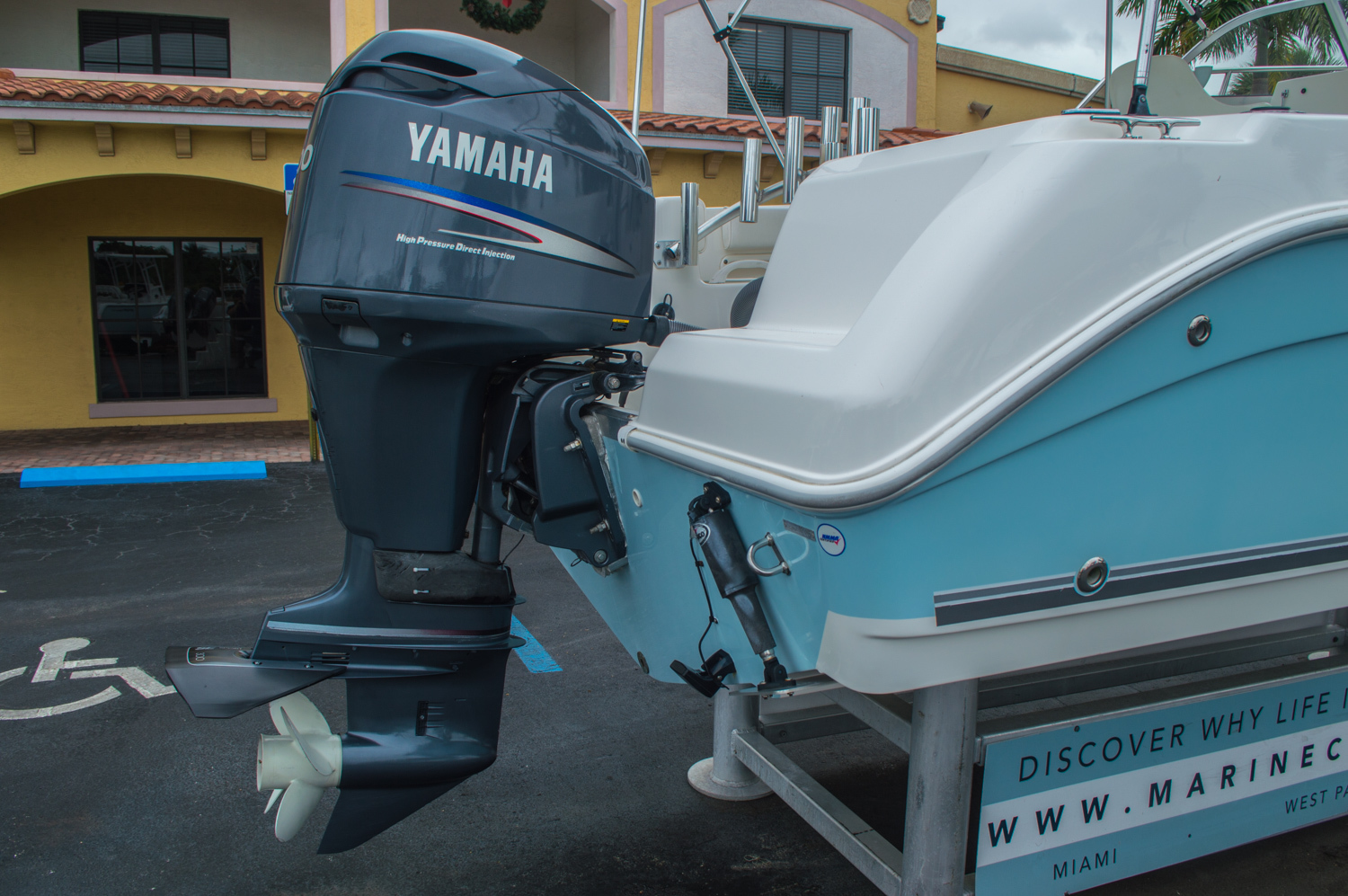 Thumbnail 9 for Used 2004 Cobia 210 WAC Walkaround boat for sale in West Palm Beach, FL