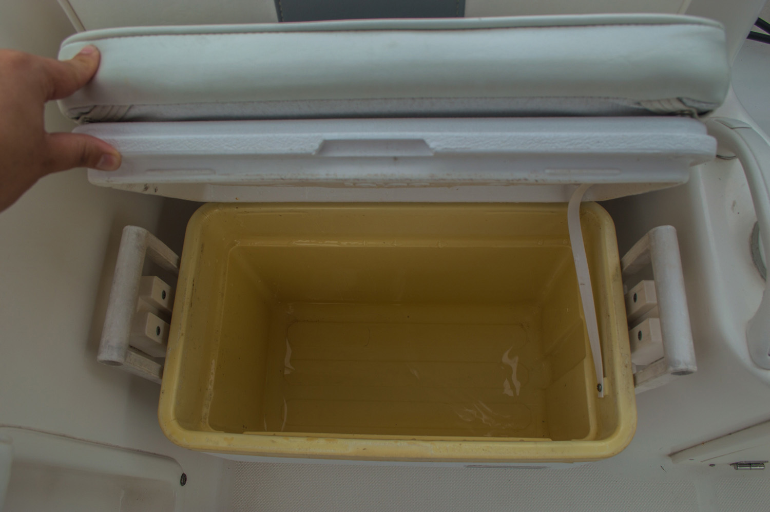 Thumbnail 21 for Used 2004 Cobia 210 WAC Walkaround boat for sale in West Palm Beach, FL