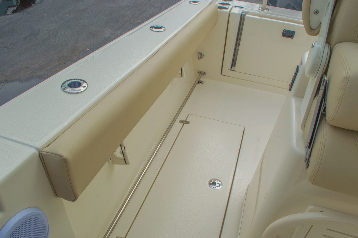 Thumbnail 20 for New 2016 Cobia 277 Center Console boat for sale in West Palm Beach, FL