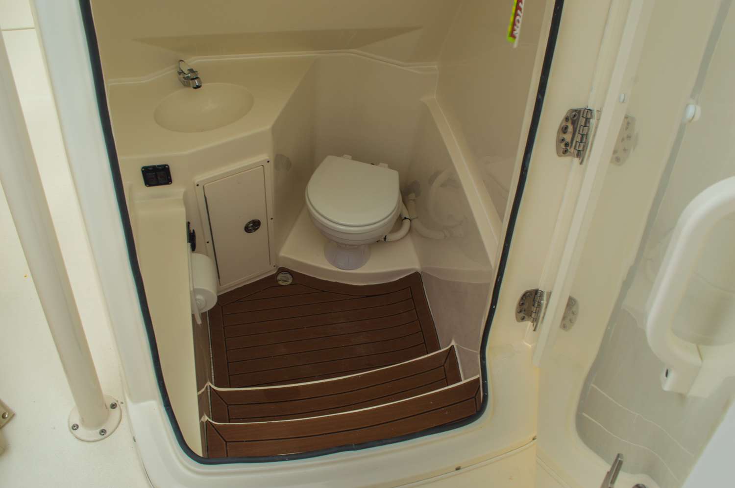 Thumbnail 53 for New 2016 Cobia 277 Center Console boat for sale in West Palm Beach, FL