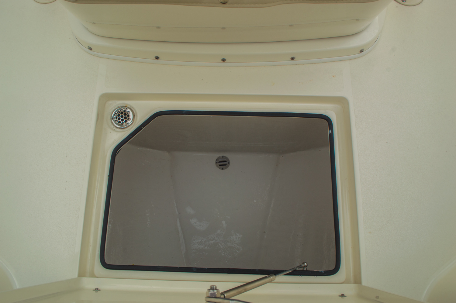 Thumbnail 57 for New 2016 Cobia 277 Center Console boat for sale in West Palm Beach, FL