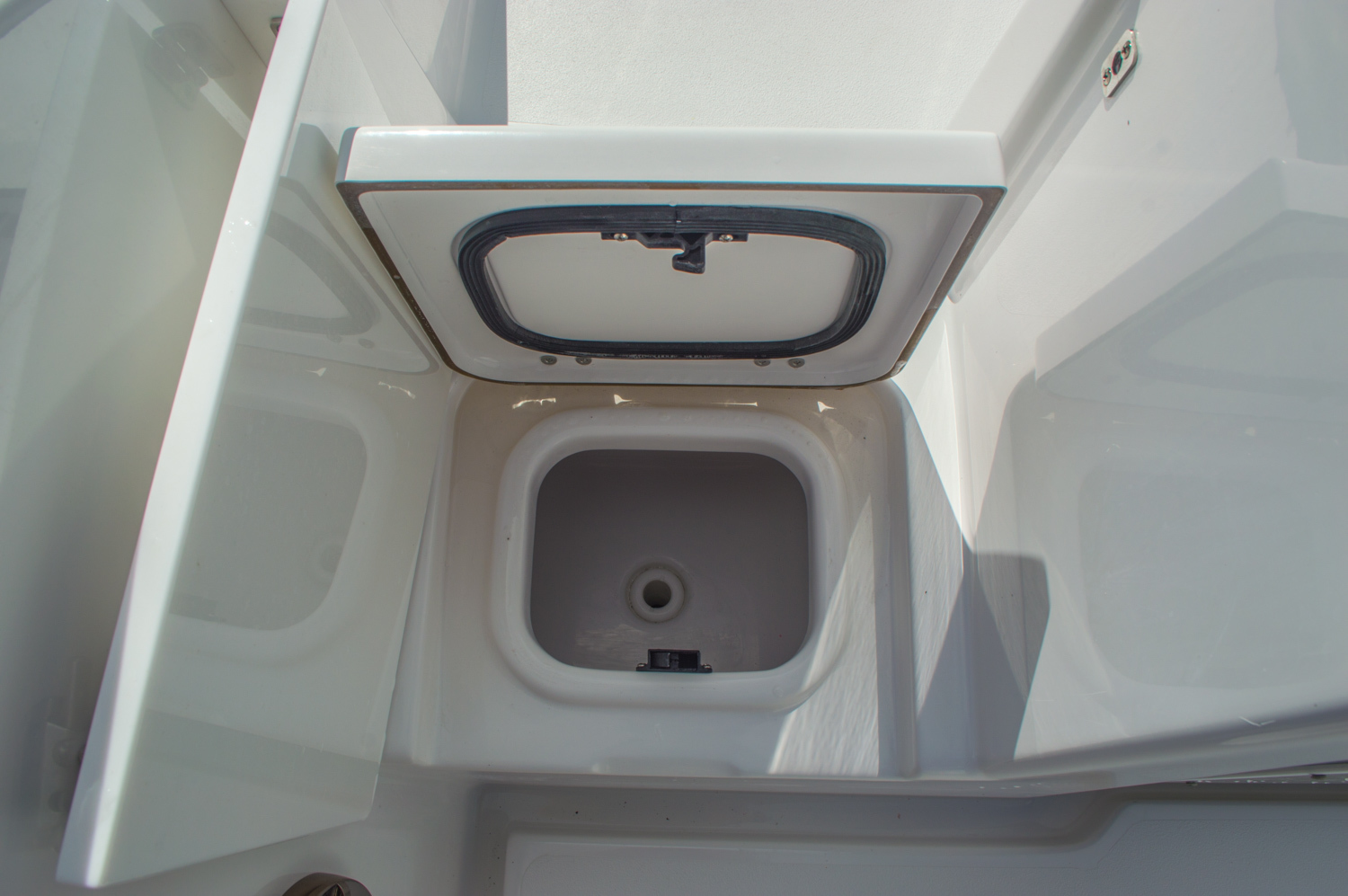 Thumbnail 15 for New 2016 Sportsman Open 312 Center Console boat for sale in Miami, FL