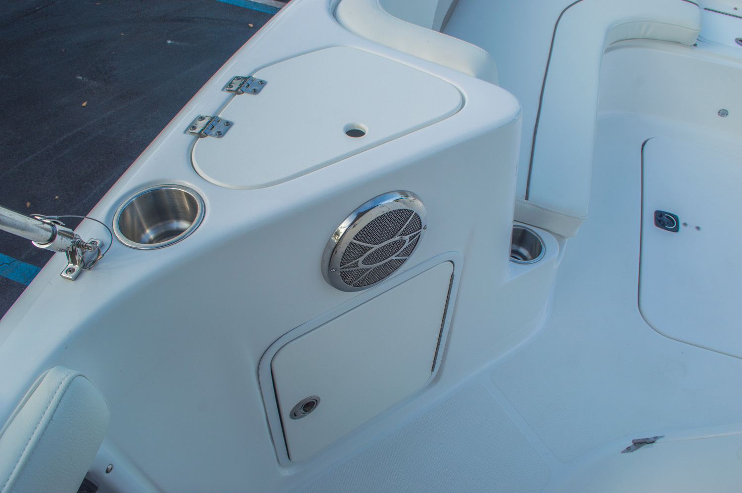 Thumbnail 34 for New 2016 Hurricane CC211 Center Consle boat for sale in West Palm Beach, FL