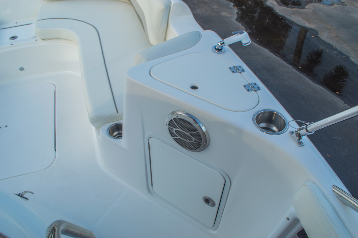 Thumbnail 38 for New 2016 Hurricane CC211 Center Consle boat for sale in West Palm Beach, FL