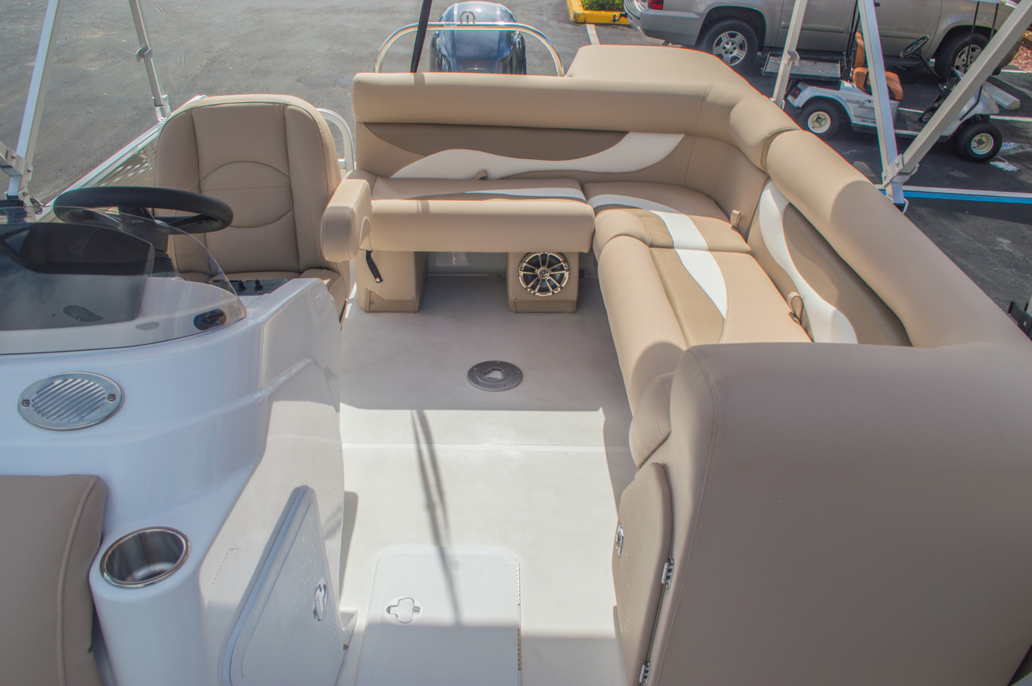 Thumbnail 17 for New 2016 Hurricane FunDeck FD 226 OB boat for sale in Vero Beach, FL