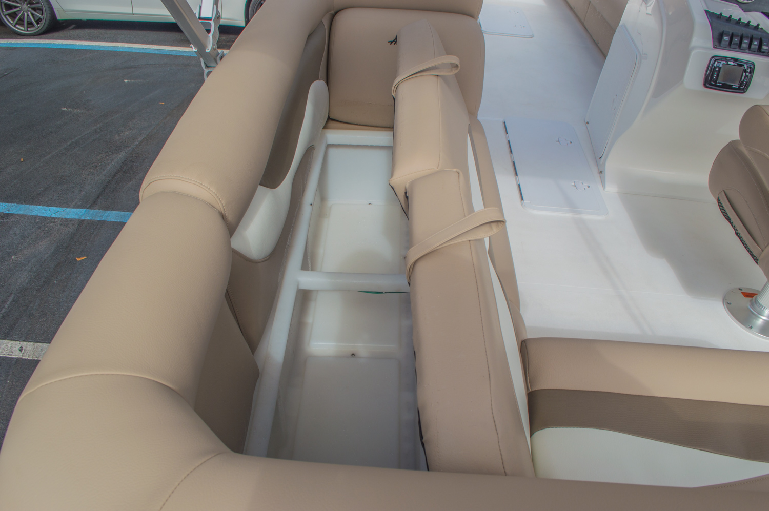 Thumbnail 21 for New 2016 Hurricane FunDeck FD 226 OB boat for sale in Vero Beach, FL