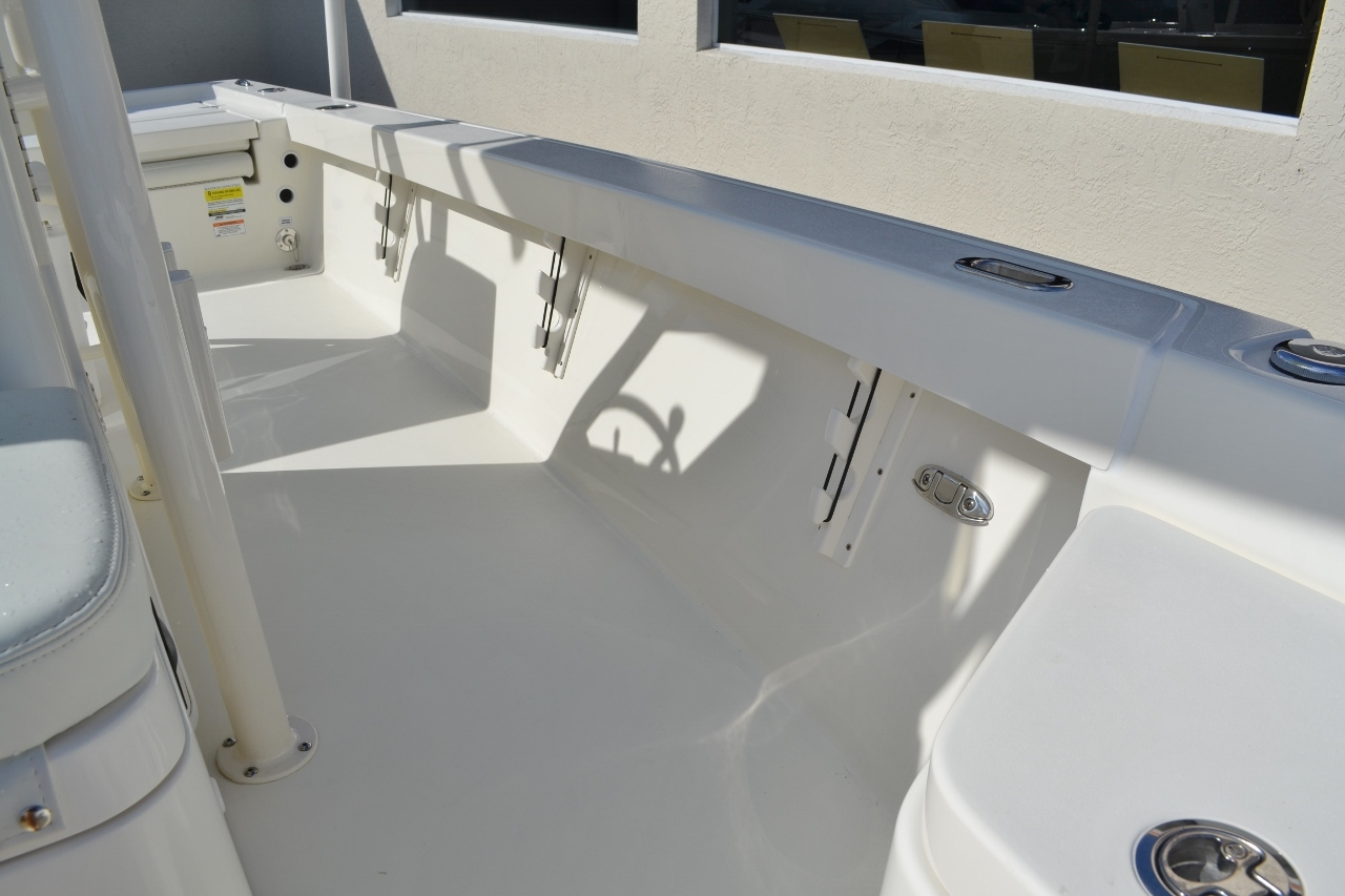 Thumbnail 25 for New 2016 Pathfinder 2400 TRS Bay Boat boat for sale in Vero Beach, FL