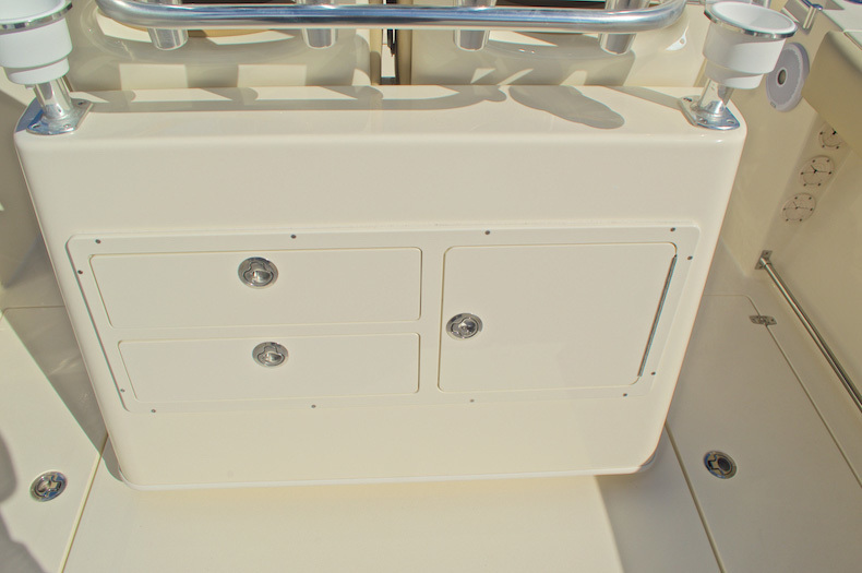 Thumbnail 17 for New 2016 Cobia 277 Center Console boat for sale in West Palm Beach, FL