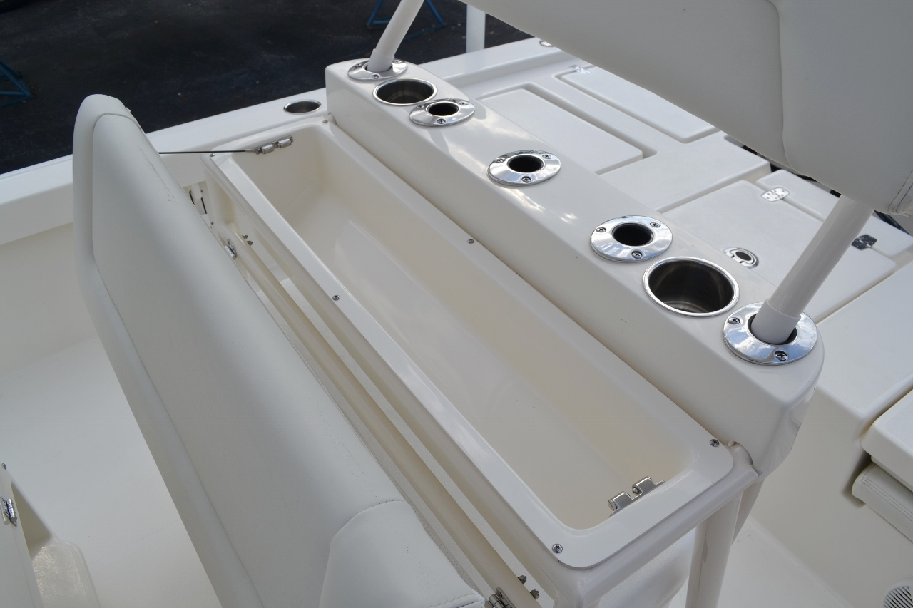 Thumbnail 24 for New 2016 Pathfinder 2200 TRS Bay Boat boat for sale in Vero Beach, FL