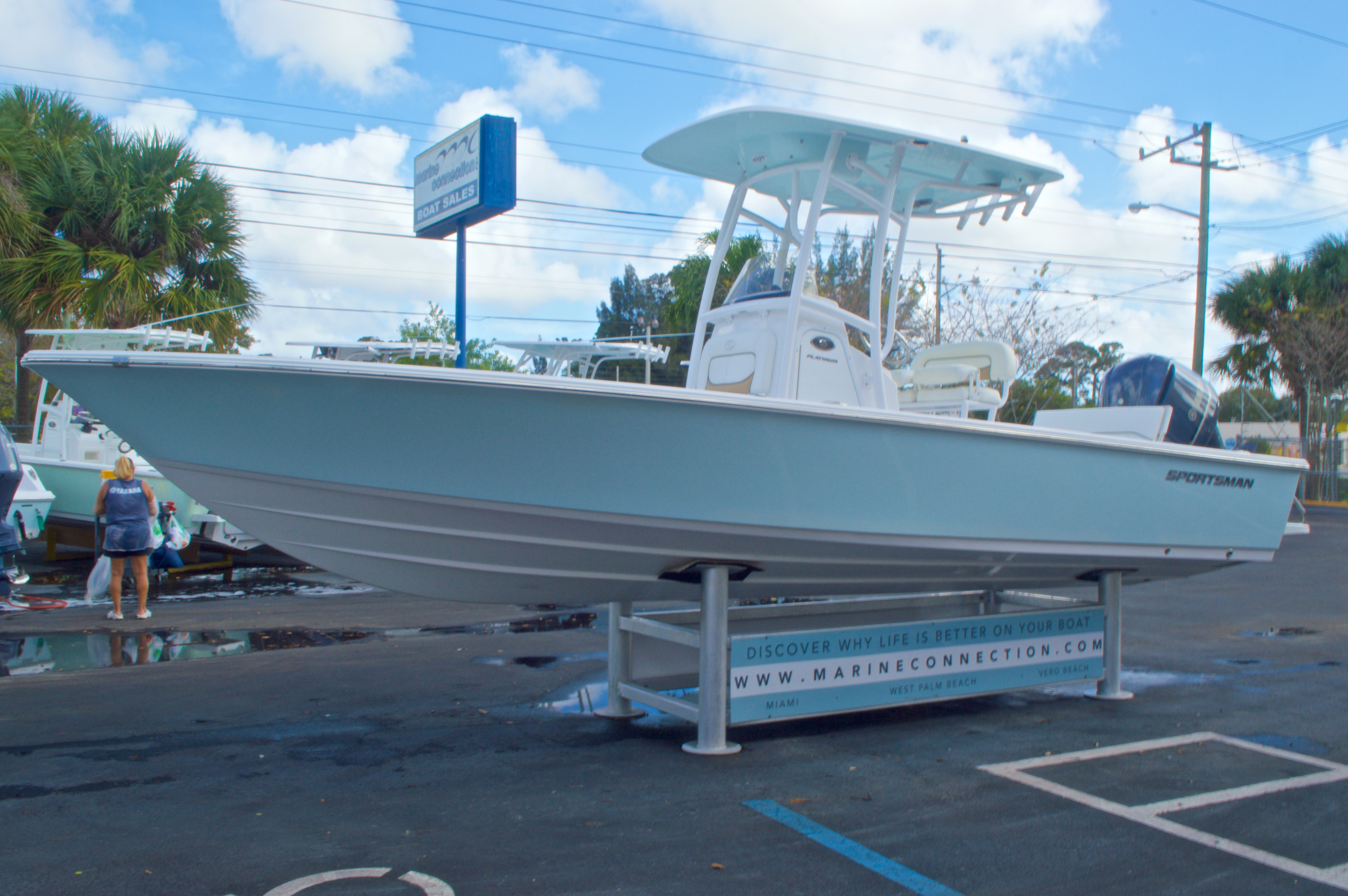 Thumbnail 3 for New 2014 Sportsman Masters 247 Bay Boat boat for sale in West Palm Beach, FL