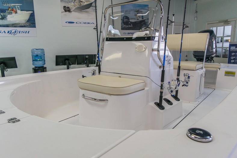 Thumbnail 3 for New 2016 Sportsman 18 Island Bay boat for sale in Miami, FL