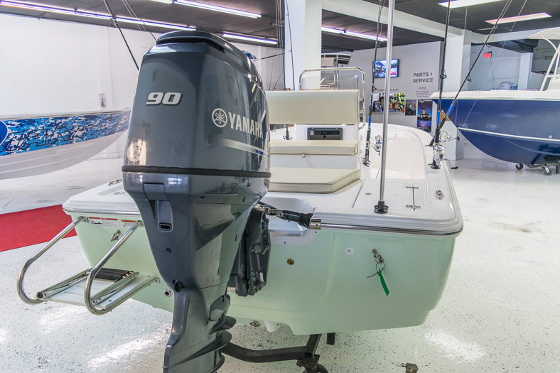 Thumbnail 9 for New 2016 Sportsman 18 Island Bay boat for sale in Miami, FL